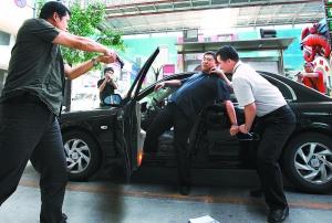 图:北京刑警全员培训实战抓捕